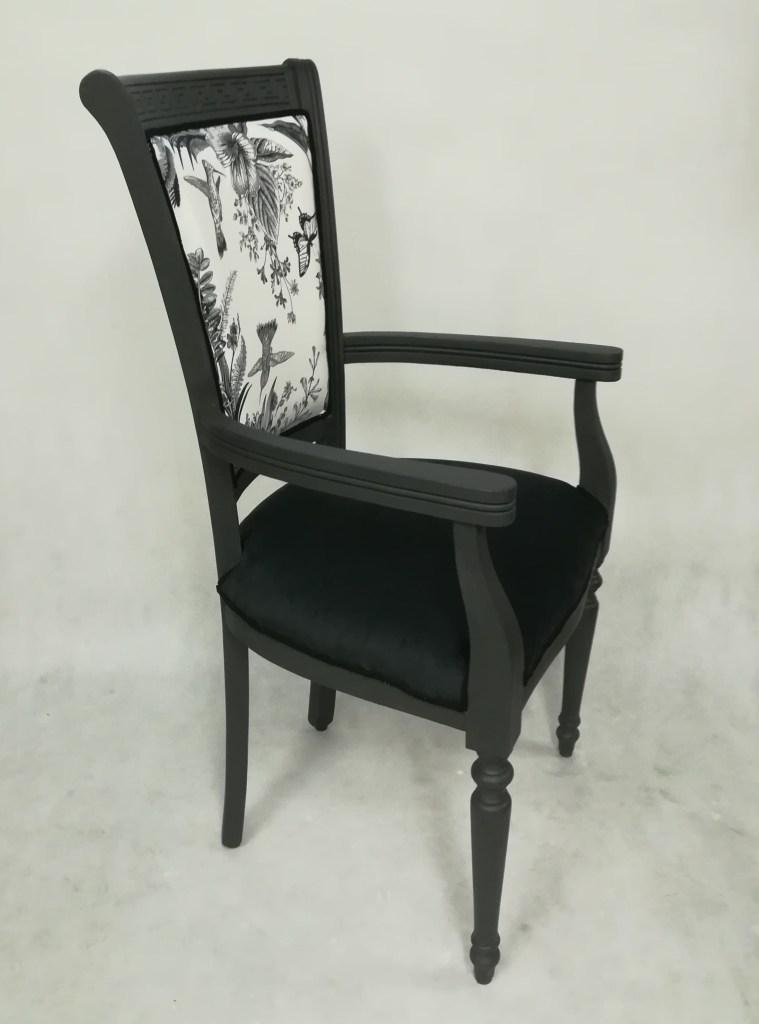 Tron malowany na czarno