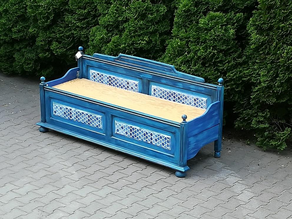 Ławka zrobiona z łóżka