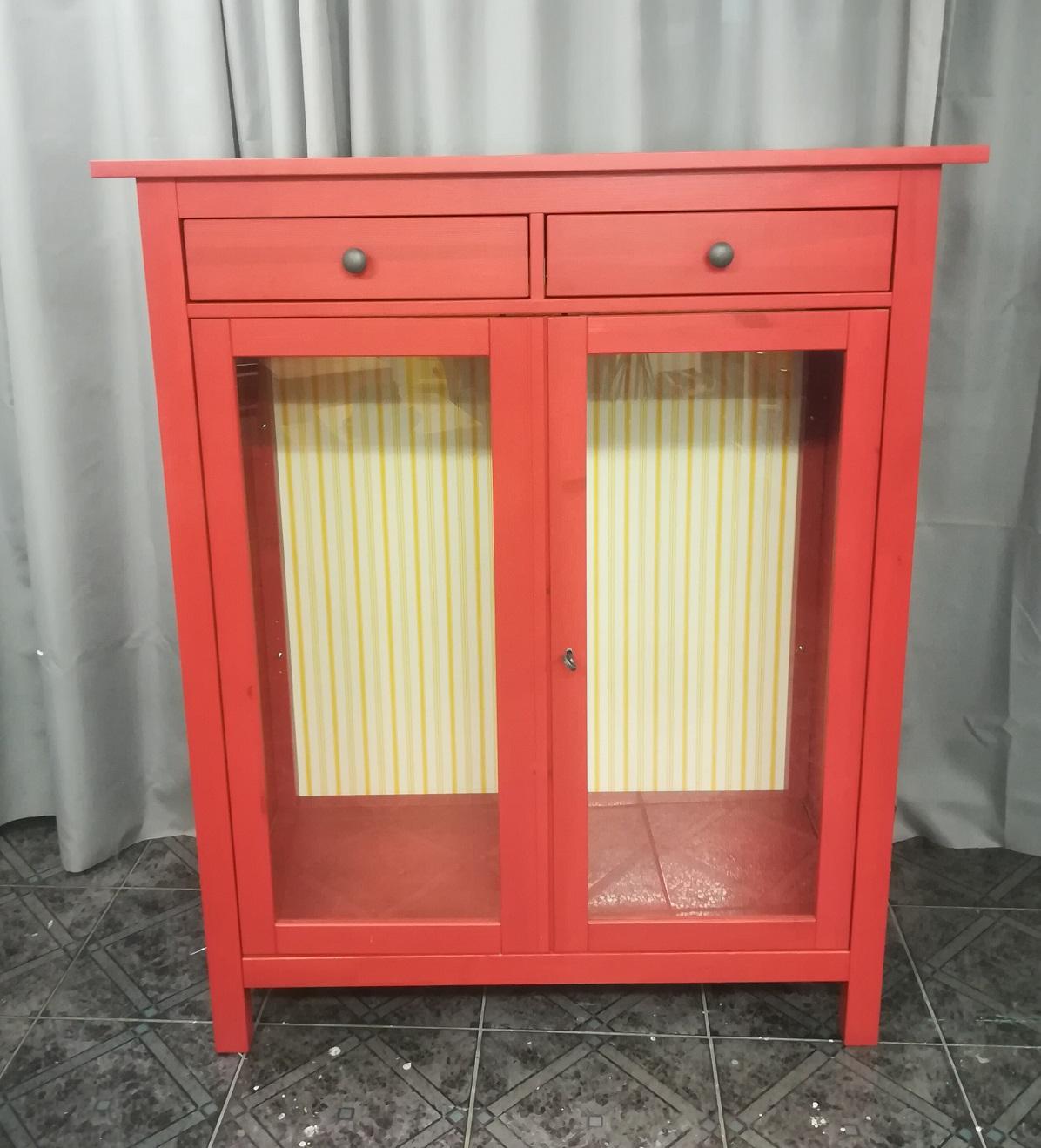 czerwona bieliźniarka z IKEA