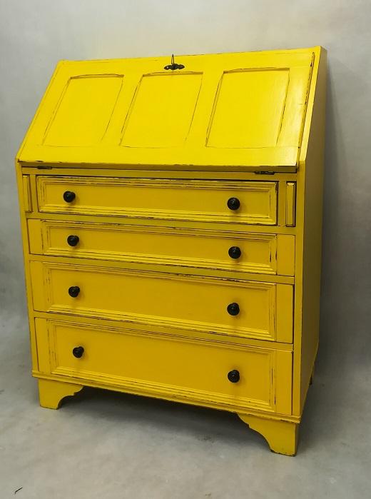 Meble malowane na żółto