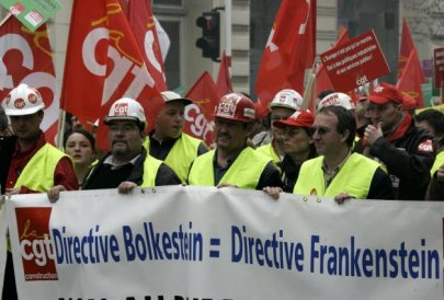 le-19-mars-2005-a-bruxelles-la-directive-bolkestein-devient-la-cible-principale-d-une-grande-manifestation-de-salaries-par-la-confederation-europeenne-des-syndicats-photo-gerard-cerles-afp