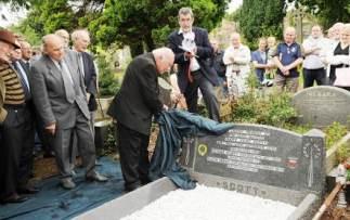 Homenaje a Elisha Scott en su tumba
