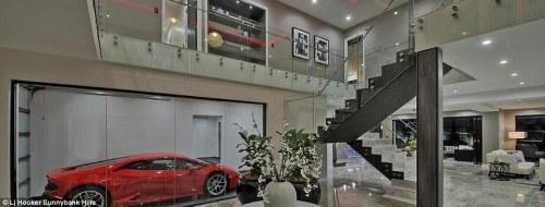 üvegfalú garázs
