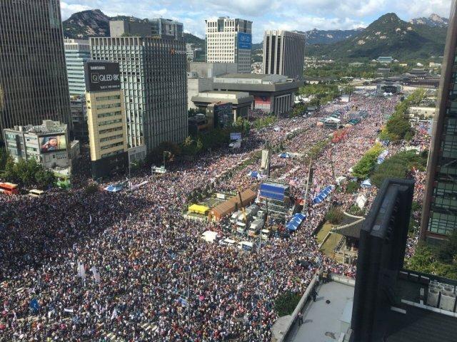 韓国で文大統領・チョグク法相の弾劾求めるデモ 500万人参加w