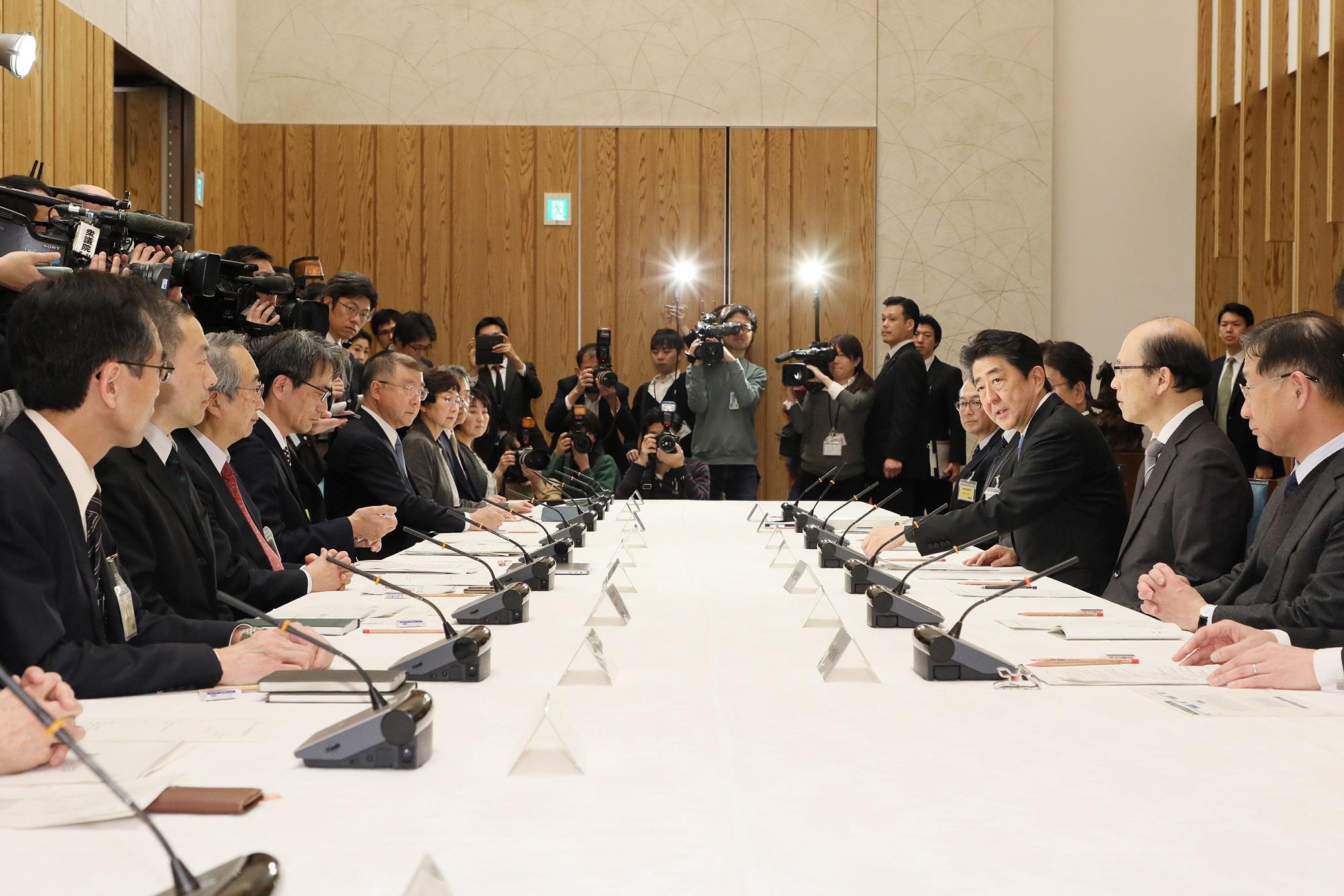 安倍総理は第1回新型コロナウイルス感染症対策専門家会議に出席