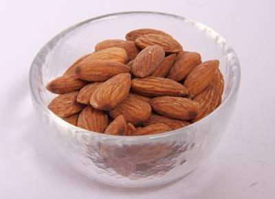menghilangkan kutu rambut dengan almond