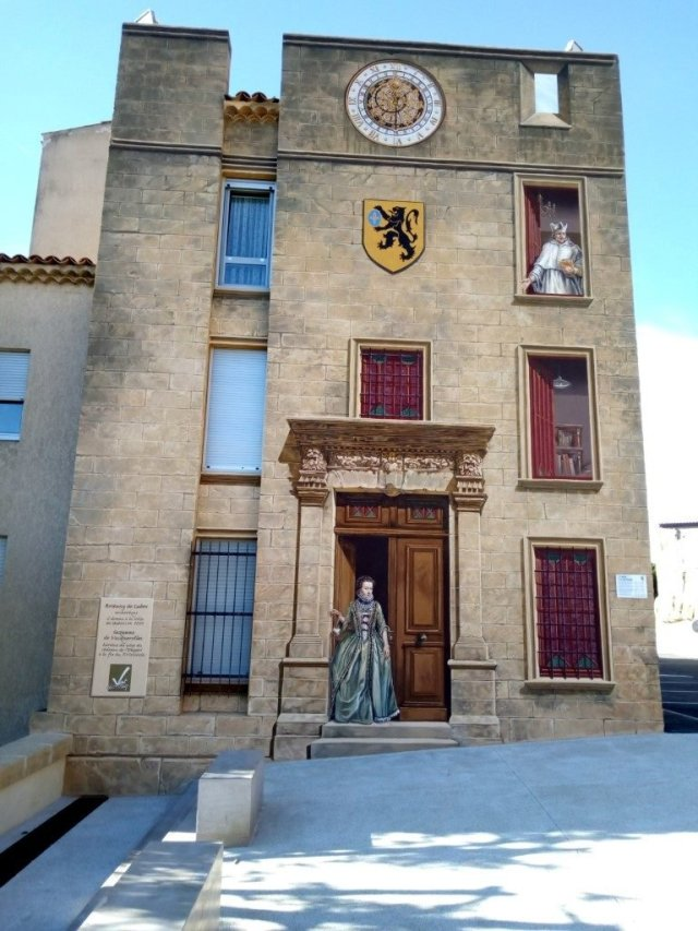 Fachada pintada. Salon de Provence