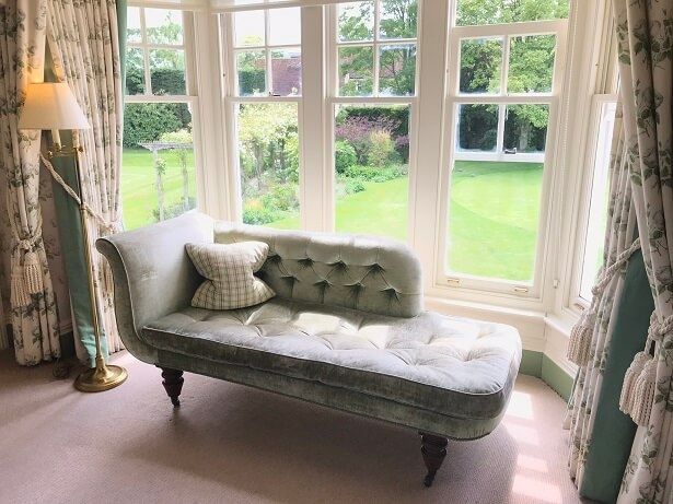chaise-longue window seat