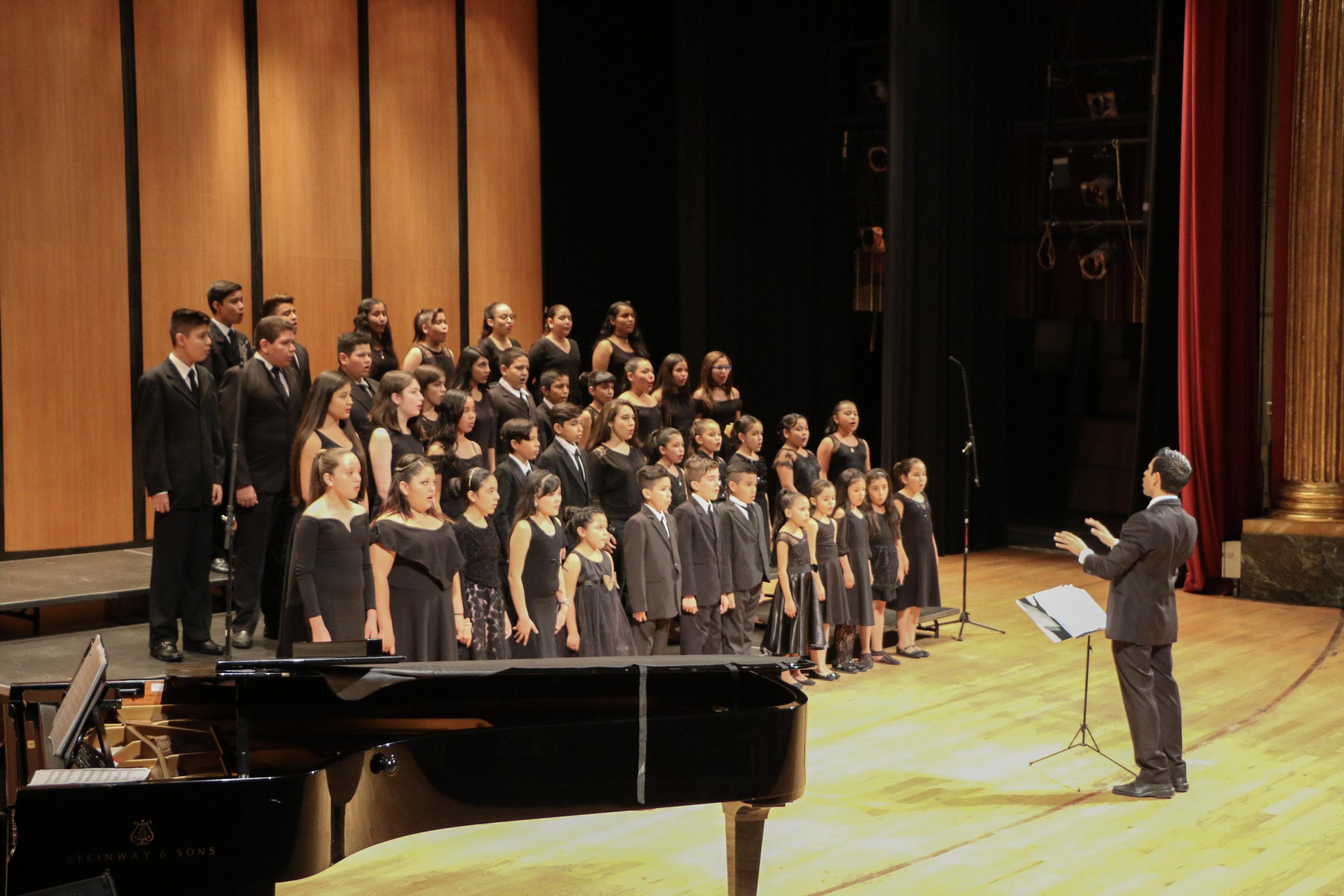 El Coro ECOS celebra el Día del Niño con concierto / Teatro Degollado