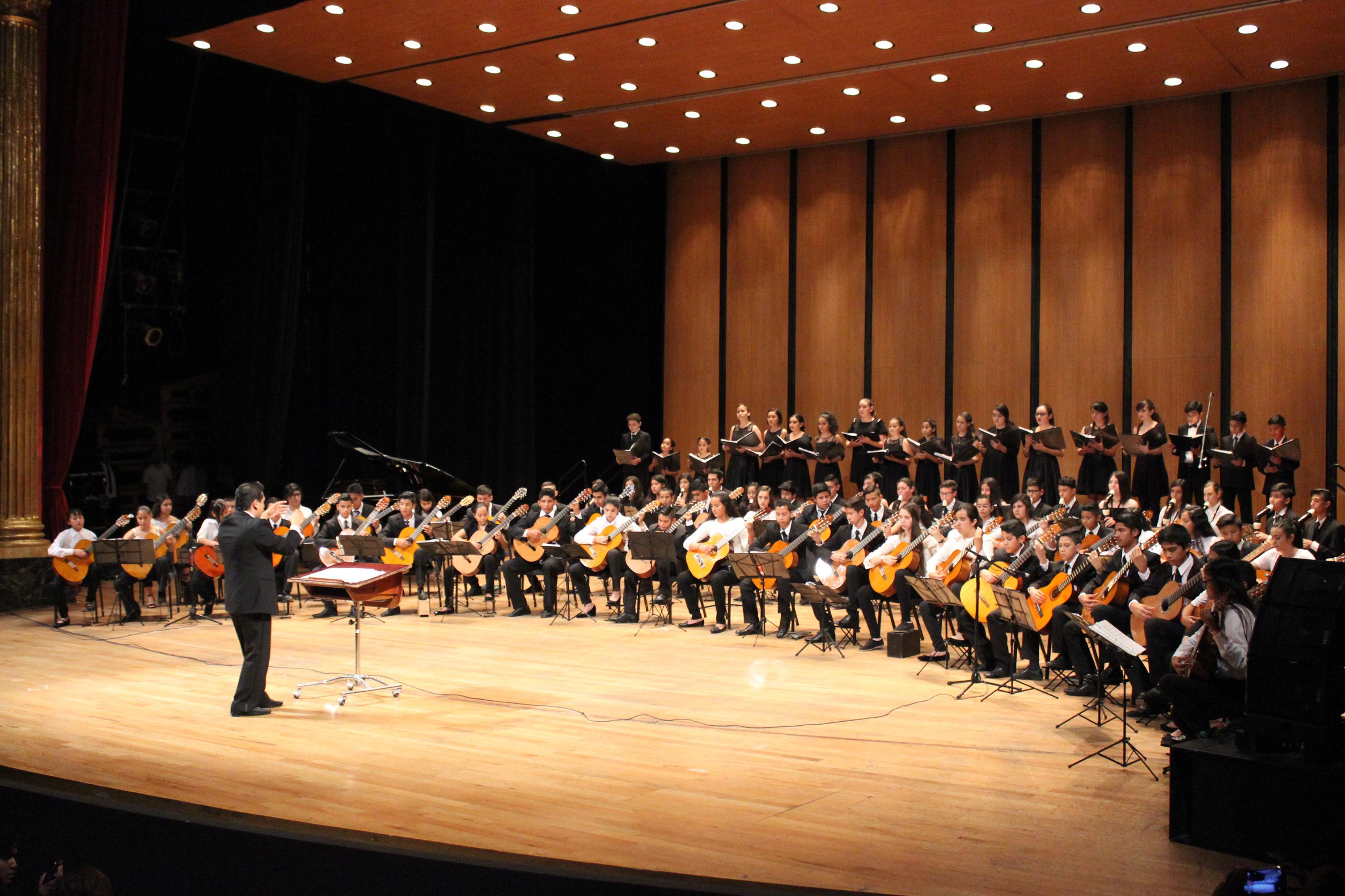 El Ensamble ECOS de Flautas de Pico y Guitarras se presentó en el Teatro Degollado