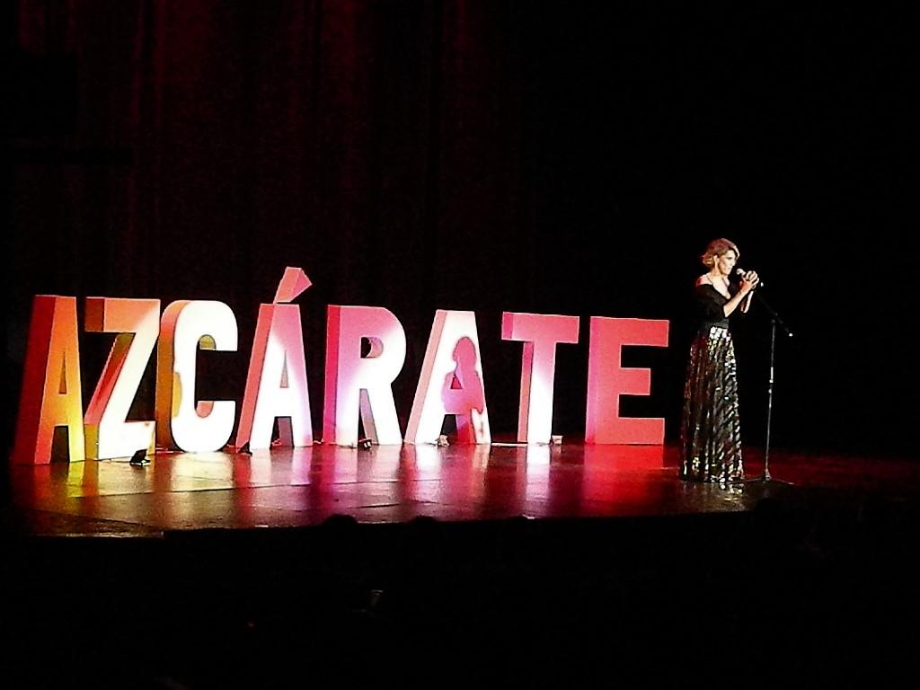 Alejandra Azcárate, un show de sarcasmo y risas