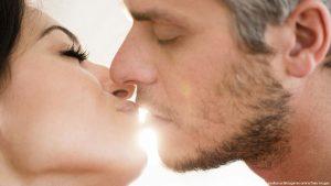 تفسير التقبيل والحضن والمعانقه في الحلم الاحلام بوست