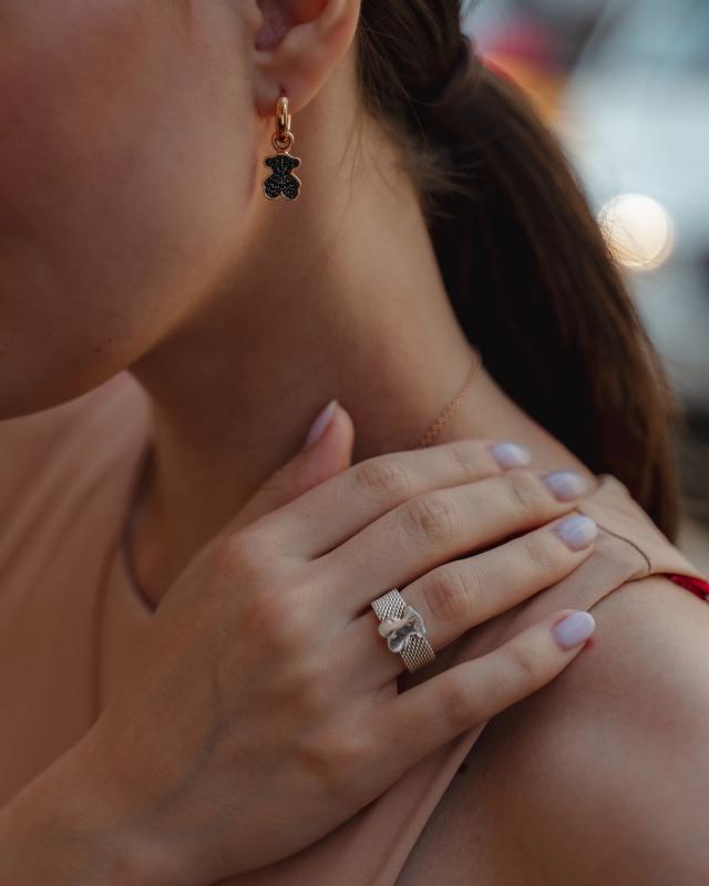 Offrir un bijou personnalisé pour un mariage, bonne idée ?