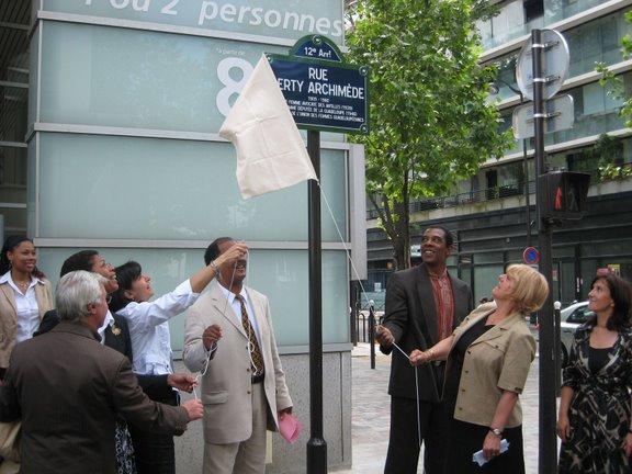 baptême de la rue Gerty Archimède en présence d'Anne Hidalgo et de madame la maire du 12è arrondissement