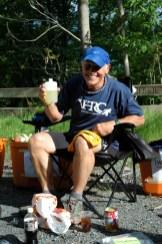 Gary, su pickle juice y el panty amarillo