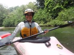 Annie y su kayak rosado