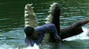 Шаманды крокодил суу түбүнө сүйрөп…