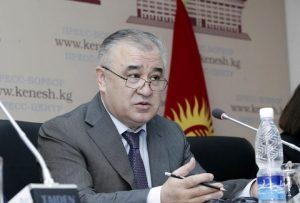 """Өмүрбек ТЕКЕБАЕВ: """"306-кабинетте мен эмес, Атамбаев отурган"""""""