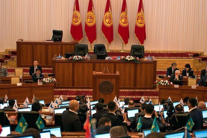 Конституциянын жаңы долбооруна 80 депутат кол койгон. Алар кимдер? (Тизме)