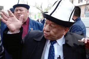 Делегат Оморов Атамбаевдин айткандарына ачууланды…(ВИДЕО)