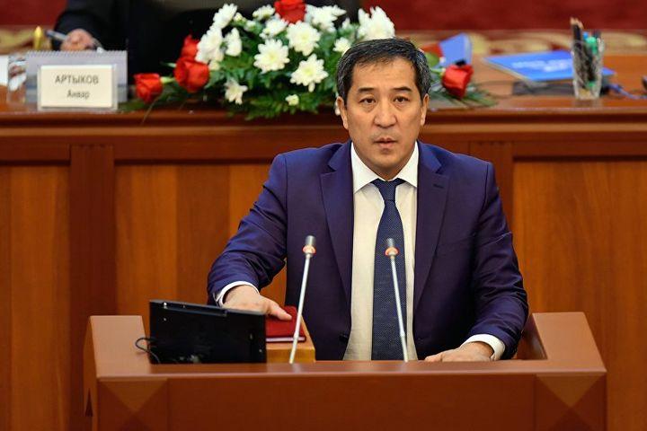Президенттин кудасы, депутат Абжалиев элчиге «хандай» эле учурашыптыр…
