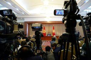 Жээнбековдун жыйынындагы журналисттердин чыры (ВИДЕО)