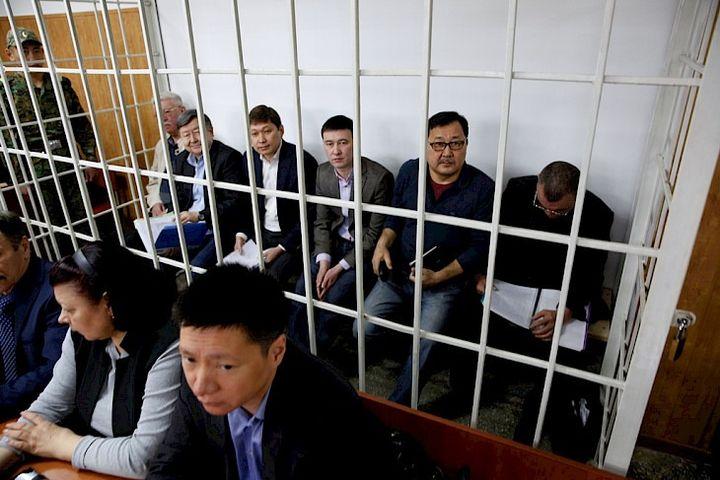 Прокурор Жантөрө Сатыбалдиевди 11, Сапар Исаковду 15 жылга кесүүнү суранды. Аларга өкүм бүгүн чыгабы?..
