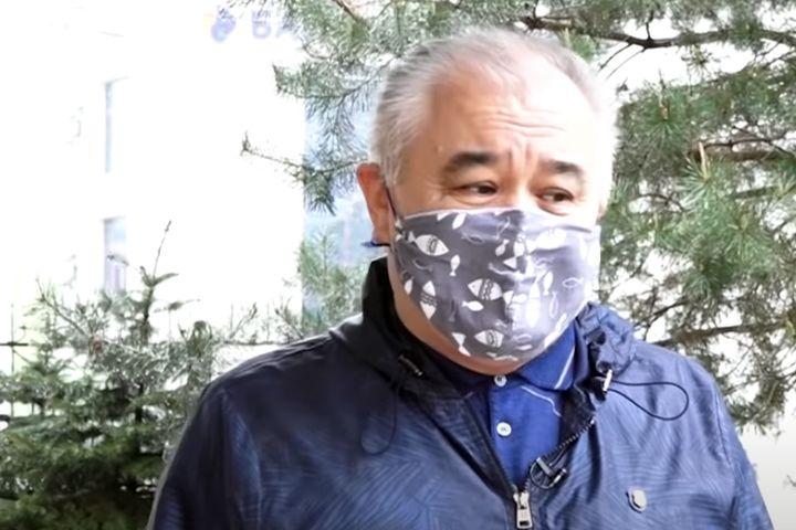 Депутат Өмүрбек Текебаевдин мандаты тууралуу сот болот