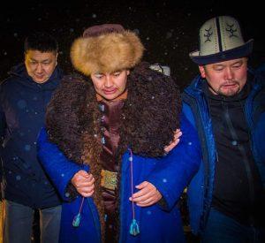ВИДЕО — 14 саат манас айткан Дөөлөт Сыдыковдун манастан кийинки абалы жана батасы