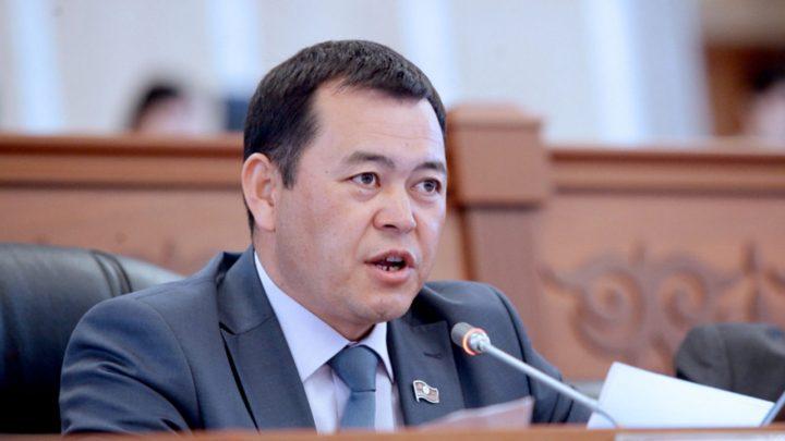 «Мекеним Кыргызстан» партиясын жетектеген Мирлан Бакиров вице-спикерликтен кетти