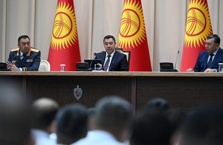 Президент ИИМдин иш-чарасына катышып, курман болгондордун эстелигине гүл койду