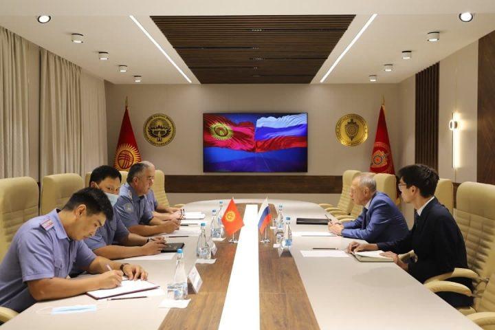 Кыргызстандагы Орусия Элчилигинин кеңешчиси Гусев менен полковник Абдиев жолугуп, кызматташтык маселени талкуулашты
