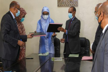 الأمين العام لوزارة الشؤون الاجتماعية والطفولة والأسرة والأمينة العام لوزارة الصحة خلال توقيع الاتفاقية (وما)