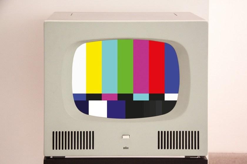 ما سر هذه الألوان التي تظهر عند إغلاق المحطات التلفزيونية؟