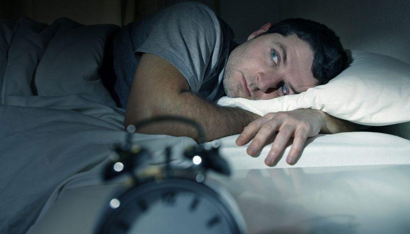النوم في أسرّة الغرباء