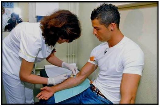 رونالدو يتبرع بالدم