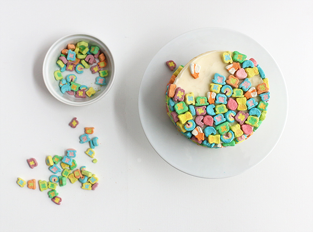 Lucky Charms Cake DIY
