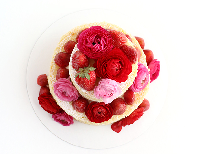 Naked Cake Flowers and Strawberries