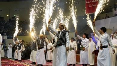 Photo of في اليمن.. العرسان الجدد يحيُون التراث اليمني القديم (صور)