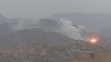 Photo of الجيش يفجر مخزن أسلحة للحوثيين في آل ثابت بصعدة