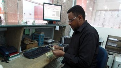 Photo of ابتداء من اليوم.. سريان قرار الحوثيين حظر  عمل 6 شبكات مالية في مناطق سيطرتهم ( تعرف عليها)