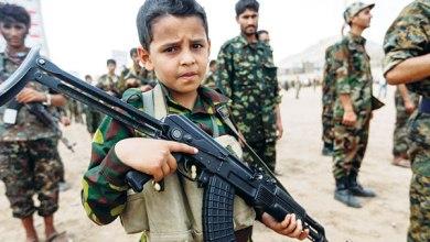 Photo of بالصور: هكذا تتلاعب مليشيات الحوثي بعقول الطلاب وتغرس الأفكار الإرهابية لديهم