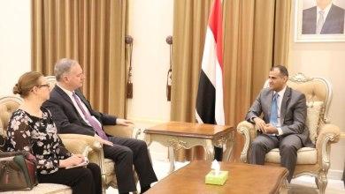 Photo of مطالبات حكومية بموقف دولي حازم لإجبار الحوثيين على وقف عرقلة عمل المنظمات الدولية