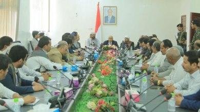 Photo of الفريق الحكومي الزائر لمحافظة مأرب يعقد أول اجتماعاته ( تفاصيل)