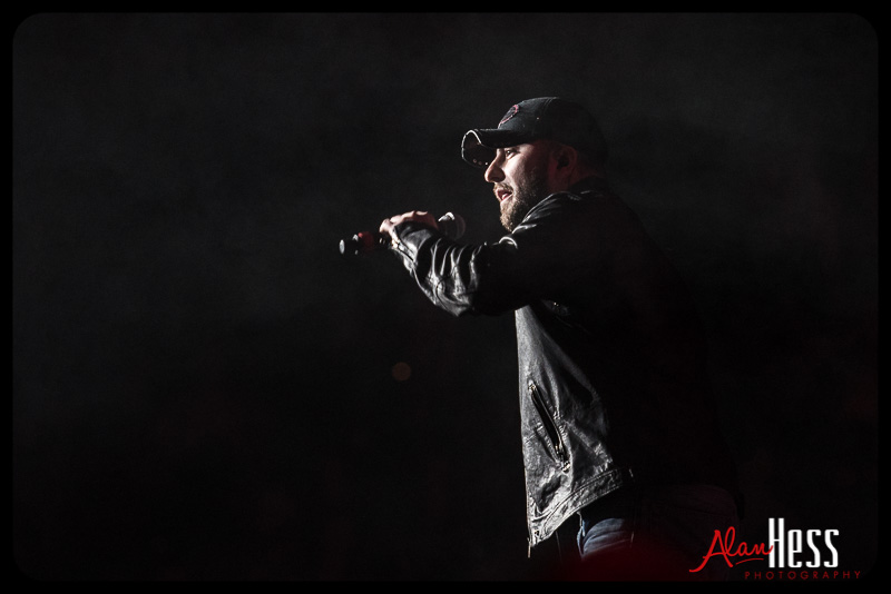 Tyler Farr opens for Brantley Gilbert / Valley View Casino Center 2014