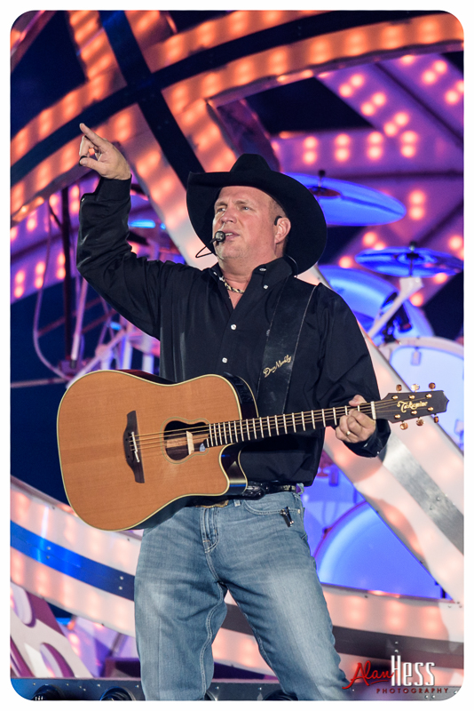 Garth_Brooks_San_Diego-11