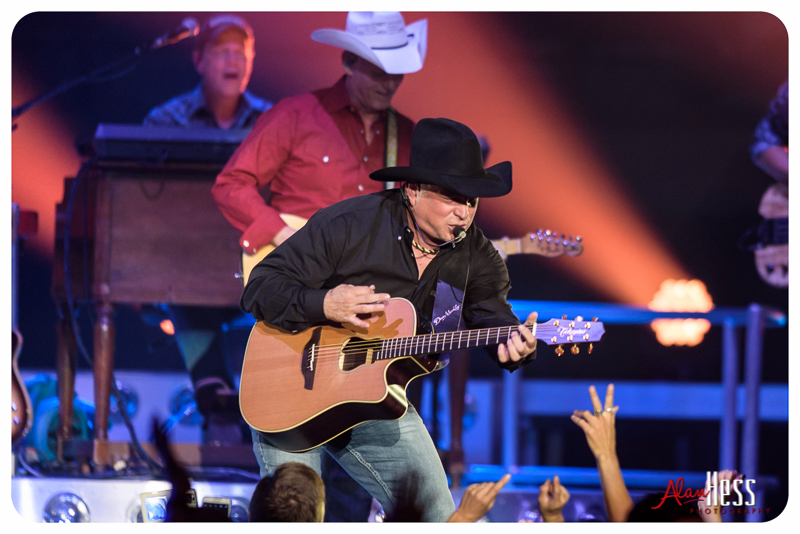 Garth_Brooks_San_Diego-16