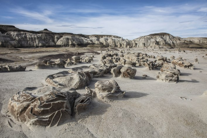 vThe Cracked Eggs in the Bisti Wilderness, New Mexico
