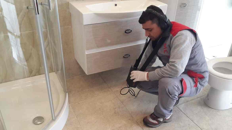 طريقة كشف تسربات المياه في الحمام