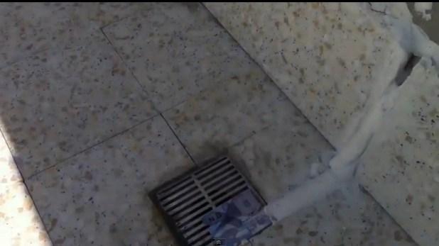 اسباب تسربات السطح بسبب مياه الامطار 0555717947